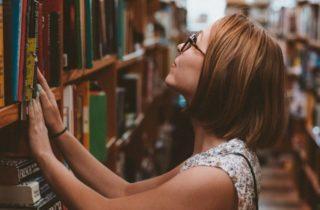 Juventudes sem Deus ou sem religião?Em busca de compreensão da vivência religiosa de jovens universitários.