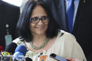 Damares Alves: Facetas de uma mulher que reproduz os abusos dos quais foi vítima