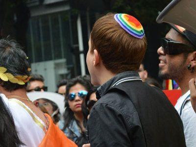 Hineini e Toevá: A identidade LGBT entre textos e ética no judaísmo
