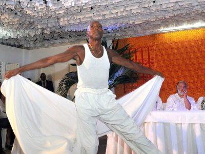 Qual é o risco de o sagrado dançar?