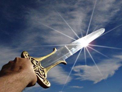 A longa espada de dois gumes