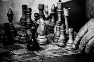 """A religião como jogo e o """"estraga-prazeres"""" de Huizinga"""