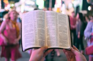 Dezmandamentos: LGBTI+ e Bíblia